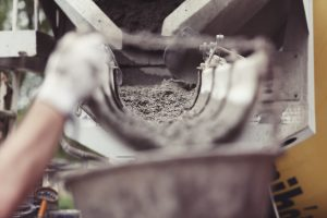 Betonvežės leika pilamas betonas