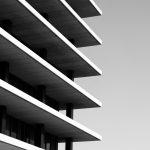 Namas su daug aukštų perskirtų perdangos plokštėmis